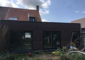 Aanbouw in houtskeletbouw en afwerking met een gevelsteen