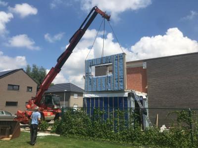 Aanbouw in houtskeletbouw aan een bestaande woning in Pittem