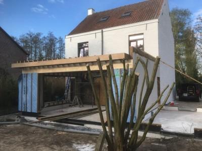 Een aanbouw in houtskelet